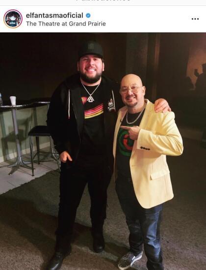 """El Fantasma (en la foto del lado izquierdo), nacido en San José de Cañas, Durango, se llevó  <b><a href=""""https://www.instagram.com/p/B4mQix_nrOm/"""" target=""""_blank"""">Premio orgullo latino</a>. </b>En una entrevista para Primer Impacto en noviembre de 2018, el cantante habló sobre los detinatarios de su música: """"Mis corridos son  <b><a href=""""https://www.univision.com/shows/primer-impacto/el-fantasma-mis-corridos-son-para-la-gente-del-campo-video"""" target=""""_blank"""">para la gente del campo</a></b>""""."""