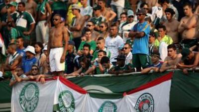 Muere un aficionado en una pelea entre barras bravas en Brasil
