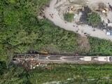 Al menos 49 muertos deja el descarrilamiento de un tren en Taiwán