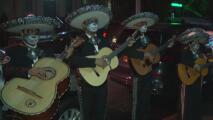 Inmigrantes de Puebla, México, celebran el Día de Muertos en honor a los fallecidos por coronavirus