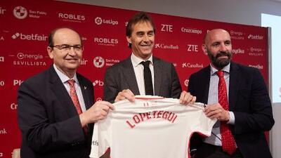 Lopetegui recuerda a Layún en su presentación con el Sevilla FC