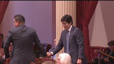 Se despide el primer líder latino en el Senado en más de un siglo