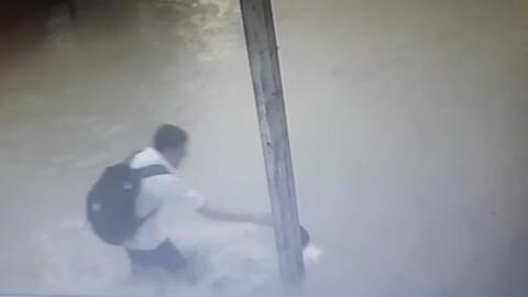 Una descarga eléctrica fulmina a tres adolescentes en unas inundaciones en México