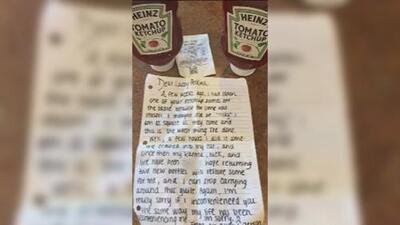 Se robó la cátsup de un restaurante y se arrepintió: así reparó una joven de Nueva Jersey su mala conducta