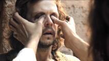 Los milagros de Jesús - Jesús le regresó la vista a Uriel tocando sus ojos - Escena del día