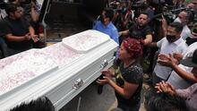 """""""No te vayas, hijo"""": el último adiós a Brandon, el niño que falleció en el accidente del metro de CDMX"""
