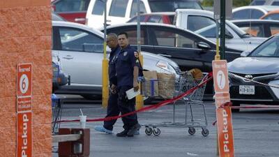 Permanece acordonada el área del centro comercial de El Paso, Texas, donde ocurrió el tiroteo