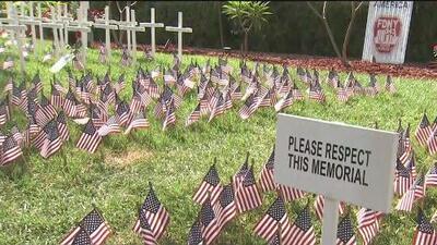 Bombero usa el patio de su casa para homenajear a las víctimas del 9/11