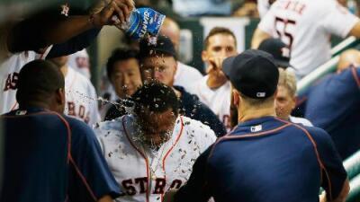 Con jonrón de Valbuena, Astros remontan y vencen a Orioles