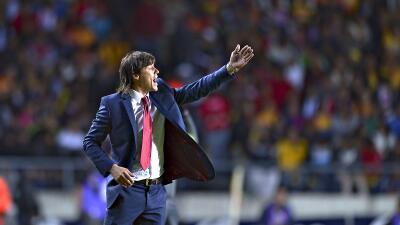 """Matías Almeyda mandó recadito a sus detractores: """"El león nunca voltea, cuando un perro ladra"""""""