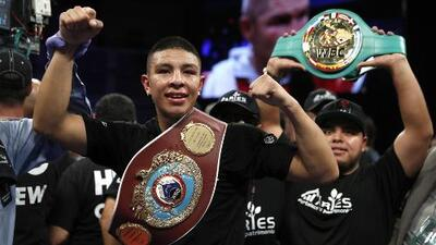 Jaime Munguía retuvo su título mundial ante Smith en 12 asaltos