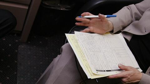 Aprende a diferenciar entre un notario y un abogado cuando buscas asesoría legal