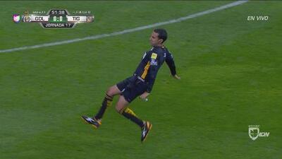 ¡Ante la falta de gol! César Arturo Ramos Palazuelos cae y se roba las miradas