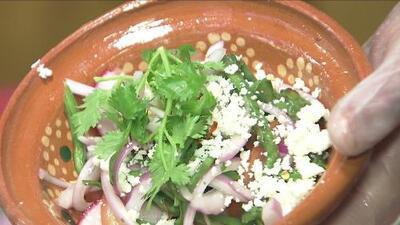 Así puedes preparar una deliciosa ensalada de nopales curados