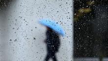 """""""Hay que abrigarnos bien"""": así se protege la comunidad en Los Ángeles de las lluvias y las bajas temperaturas en el área"""