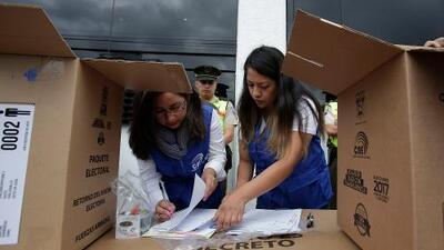 Se abren las mesas electorales en Ecuador para elegir al sustituto de Rafael Correa luego de una sucia campaña