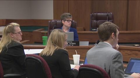 Representantes de Arizona aprueban una medida que permitiría a médicos preguntar a mujeres si fueron víctimas de trata o abuso sexual