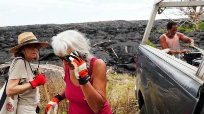 Vivir alrededor de ríos de lava petrificados: vecinos regresan a sus casas destruidas por el volcán Kilauea (fotos)