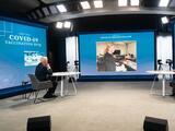 Así fue el recorrido virtual de Joe Biden y Kamala Harris por el mayor centro de vacunación de Arizona