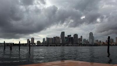 Más lluvias y tormentas afectarán a Miami en el atardecer de este martes, pero el ambiente sigue cálido