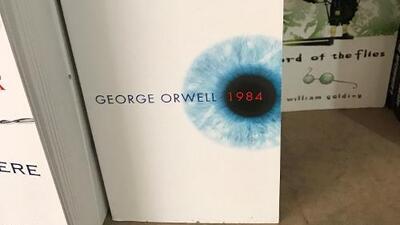 ¿Qué libro le regalarías a Trump? Estos son los que recibirá el presidente (que lee poco) y los que leían sus predecesores