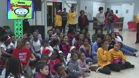 Niños y familias de escasos recursos disfrutaron una tarde de Navidad en El Bronx con el evento 'Sharing is Caring'