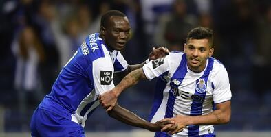 Con gol del 'Tecatito' Corona, Porto aplastó al Paços de Ferreira