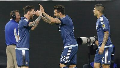 Messi marcó un gol espacial para convertirse en el máximo anotador de Argentina