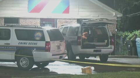 Autoridades buscan al sospechoso de asesinar a un hombre durante un asalto