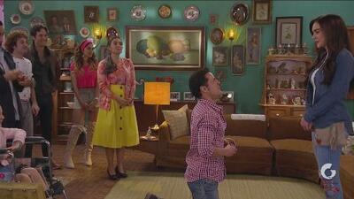 La Taxista | Juan le propone matrimonio a Victoria