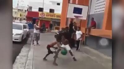 El canastazo de este niño dominicano se hizo viral y llamó la atención de LeBron James