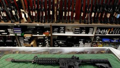 Comunidades latinas de Chicago piden que el Congreso apruebe una ley para combatir la compra ilegal de armas