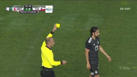 Tarjeta amarilla. El árbitro amonesta a Rodolfo Pizarro de Mexico