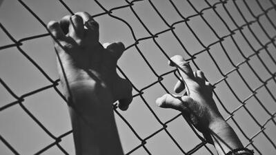 Una mujer con enfermedades mentales es ignorada y tuvo sola a su bebé en una celda
