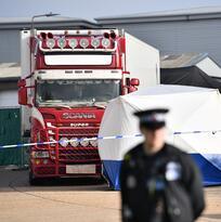 Hallan 39 cadáveres en un camión en las afueras de Londres