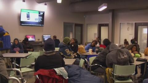 Discuten en Dallas la posibilidad de que las iglesias sirvan como refugio para personas sin hogar en tiempo severo