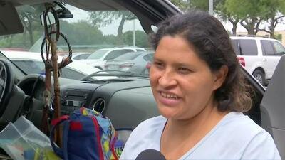 Madre indocumentada de tres hijos no sabe cómo enfrentará su vida tras haber perdido todo en el huracán Harvey