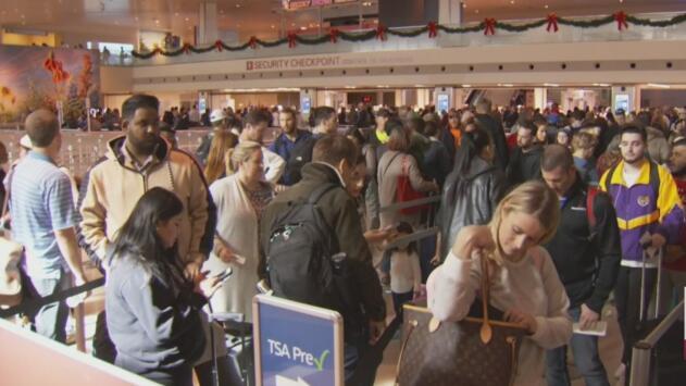 Largas filas y algunos leves retrasos en el Aeropuerto Dallas Love Field previo al Día de Acción de Gracias