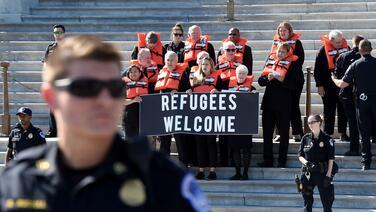 El gobierno de Trump vuelve a reducir la cuota anual de refugiados: solo admitirá 15,000 en 2021