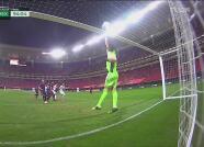 ¡Enorme falla! José García se pierde el gol de la ventaja