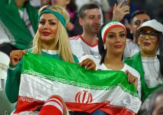 Color, fiesta y alegría en las tribunas con los fanáticos de la Copa de Naciones Asiáticas