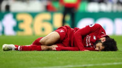 En fotos: así fue el golpe que conmocionó a Mohamed Salah en el Newcastle-Liverpool