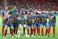 ZAPOPAN, MEXICO - NOVEMBER 23: Players of Chivas pose for photos prior the match betweenn during the 19th round match between Chivas and Veracruz as part of the Torneo Apertura 2019 Liga MX at Akron Stadium on November 23, 2019 in Zapopan, Mexico. (Photo by Refugio Ruiz/Getty Images)