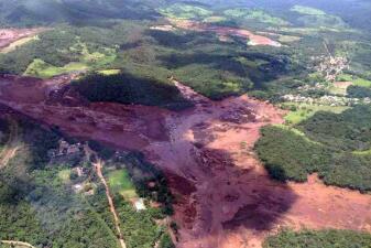 En imágenes: al menos 200 desaparecidos tras el colapso de una represa minera en Brasil