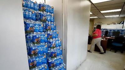 Molestia y frustración de familias en Newark ante la falta de solución al problema del agua contaminada con plomo