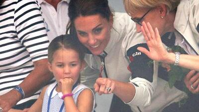 Así reaccionó Kate Middleton cuando su hija, la princesa Charlotte, hace este inesperado gesto a los asistentes a una regata