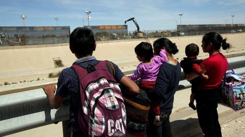 Crece la incertidumbre en la frontera con México luego de que Trump insistiera en su amenaza de cerrarla