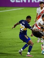 Con goles de Ramón Ábila y Sebastián Villa para Boca y gole de Federico Girotti y Rafael Santos Borré para River, el clásico argentino termina 2-2 en la Copa Diego Armando Maradona.
