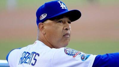 Dodgers extienden al manager Dave Roberts hasta el 2022