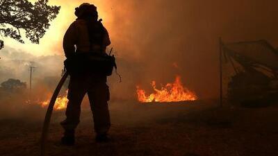 Unas 60 casas fueron evacuadas por el incendio Eel cerca de San Francisco